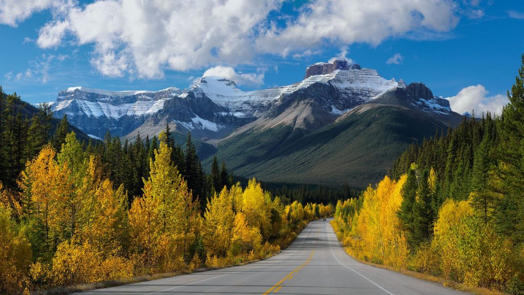 Autumn in Canadian rockies, Hwy 93, Icefields Parkway in Banff National Park in Alberta, Canada